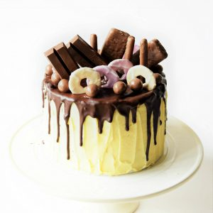 chololate drip cake class at the london cake academy