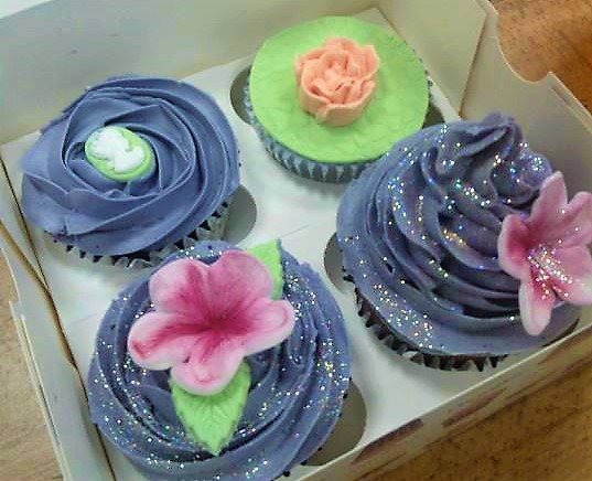 beginner's cupcake decorating class at the london cake academy