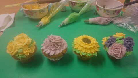 piped buttercream flowers