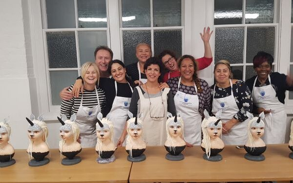 group having fun at the london cake academy class